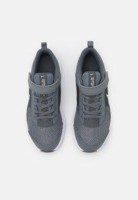 Nike Performance - DOWNSHIFTER 11 UNISEX - Hardloopschoenen neutraal - smoke grey/white/iron grey - 3