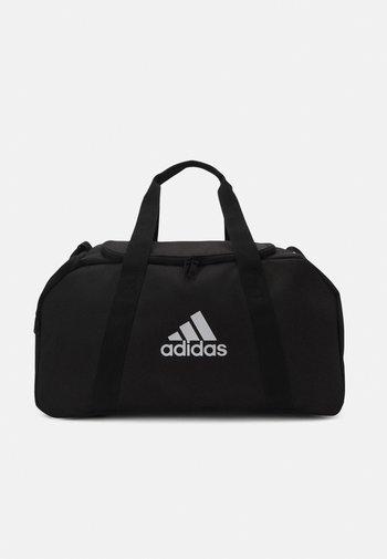 TIRO DUFFEL S UNISEX - Sportovní taška - black/white