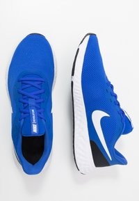 Nike Performance - REVOLUTION 5 - Zapatillas de running neutras - racer blue/white/ black - 1