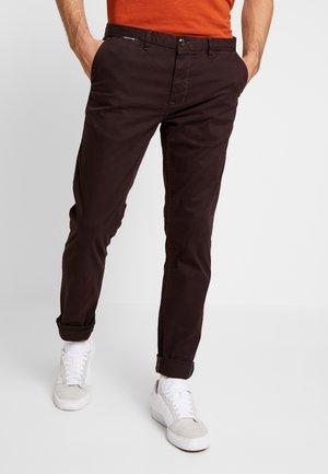 MOTT CLASSIC - Chino kalhoty - bordeaubergine