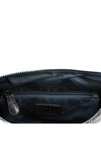 Braun Büffel - LISBOA MIT REPTILIEN-OPTIK - Wash bag - grey - 1