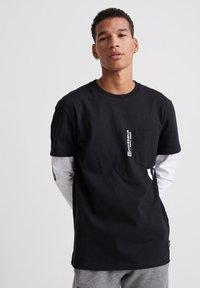Superdry - Long sleeved top - black - 0