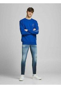Jack & Jones - Slim fit jeans - blue denim - 1