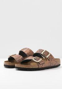 Birkenstock - ARIZONA - Pantofle - brown - 4