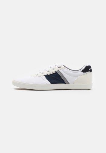 JFWLOGAN  - Sneakersy niskie - white/navy