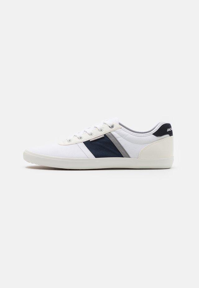 JFWLOGAN  - Trainers - white/navy