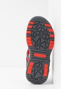 KangaROOS - K-TRACK - Chodecké sandály - steel grey/red - 5