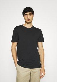 Pier One - 5 PACK - T-shirt basic - black/white - 3