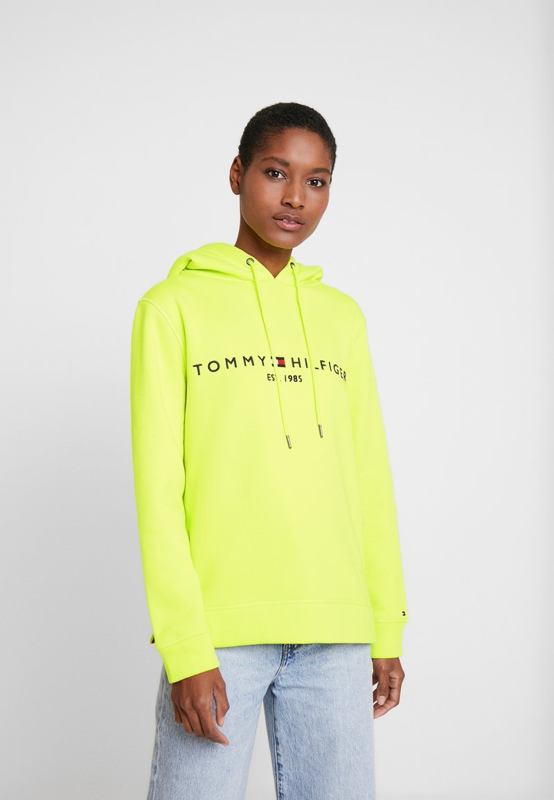 Tommy Hilfiger - HOODIE - Jersey con capucha - hyper yellow