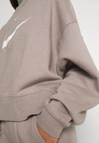 Nike Sportswear - TREND CREW - Bluza - moon fossil - 3