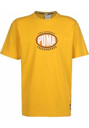 PUMA x THE HUNDREDS - T-shirt con stampa - golden rod