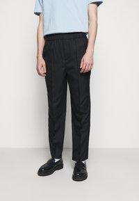 Holzweiler - TROUSER - Trousers - black - 0