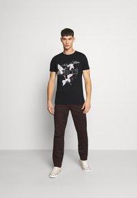 AMICCI - AVELLINO - Print T-shirt - black - 1
