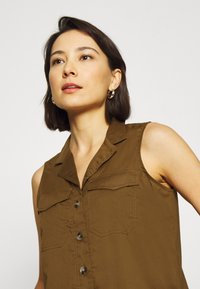 Banana Republic - UTILITY RESORT COLLAR - Button-down blouse - cindered olive - 4