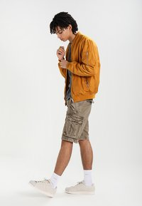 Superdry - CORE CARGO HEAVY - Shorts - dust cloud - 1