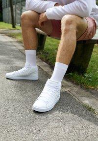 K-SWISS - COURT WINSTON MID - Sneakers hoog - white - 4