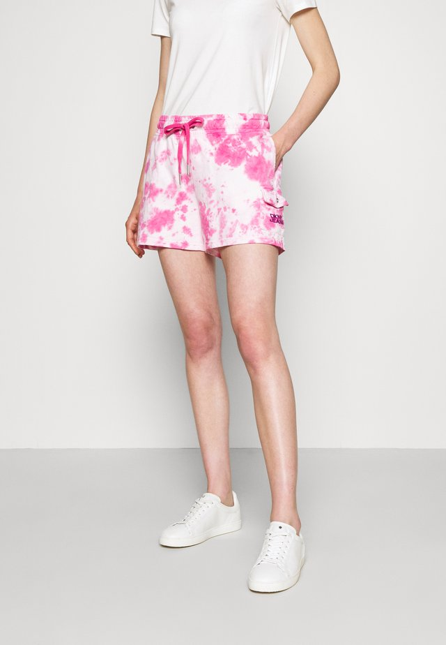 PULL ON TIE DYE CARGO POCKET - Shorts - white/hyper pink