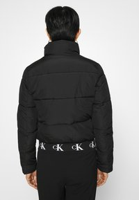 Calvin Klein Jeans - REPEATED LOGO PUFFER - Kurtka zimowa - black - 2