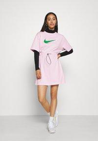 Nike Sportswear - DRESS - Žerzejové šaty - pink foam - 1