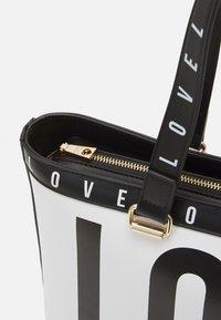 Love Moschino - BIG LOGO SHOPPER - Handbag - bianco - 4