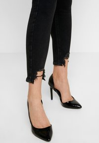 River Island - MOLLY - Jeans Skinny Fit - black denim - 3