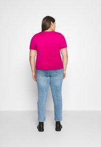 Calvin Klein Jeans Plus - SHINE BADGE TEE - Basic T-shirt - pink - 2