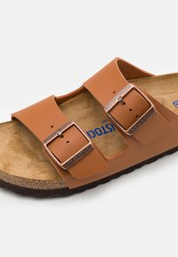 Birkenstock - ARIZONA SOFT FOOTBED UNISEX - Chaussons - ginger brown - 5