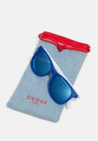 Guess - KIDS EYEWEAR UNISEX - Sluneční brýle - blue - 2