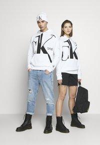 Calvin Klein Jeans - CK ONE BIG LOGO REGULAR HOODIE - Hoodie - bright white - 1