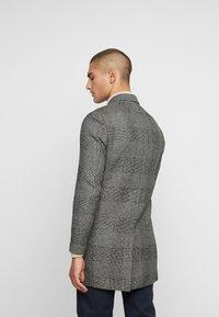 Jack & Jones PREMIUM - JPRMOULDER CHECK COAT - Classic coat - grey melange - 2
