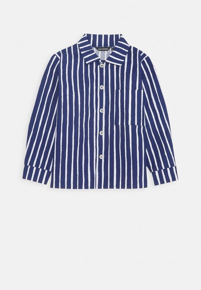 PIKKUPOJANPAITA - Overhemd - dark blue/white