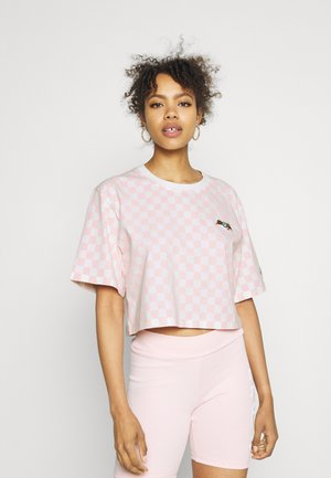 CHESSBOARD TEE - Print T-shirt - white/pink