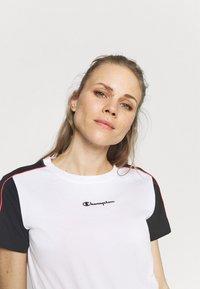 Champion - Camiseta estampada - white - 3