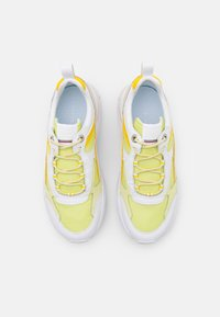 Tommy Hilfiger - FASHION - Sneakers laag - frosted lemon - 5