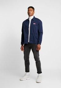 Tommy Jeans - CASUAL JACKET - Leichte Jacke - twilight navy - 1