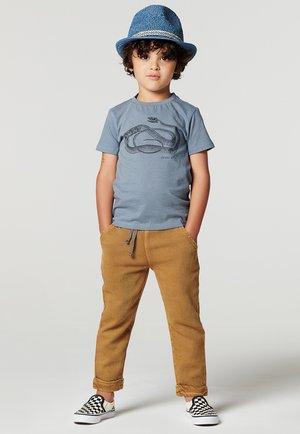 LATTONCOURT - Print T-shirt - flint stone