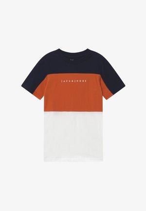 JORPRO TEE CREW NECK - T-shirts med print - burnt ochre