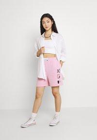 NEW girl ORDER - SLOGAN - Shorts - pink - 1