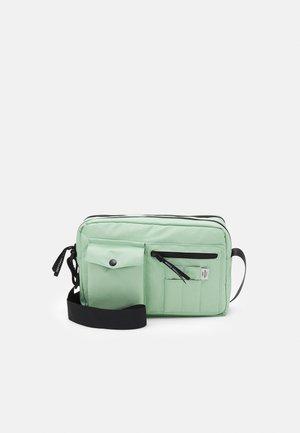 BEL ONE CAPPA BAG - Bandolera - pastel green