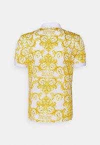 Versace Jeans Couture - PRINT LOGO BAROQUE  - Polo shirt - white - 7