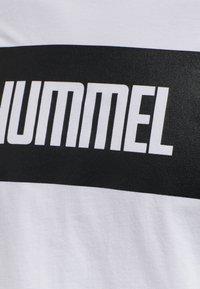 Hummel - 2-PACK - Print T-shirt - black/white - 7