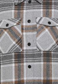 ONLY Petite - ONLELLENE VALDA CHACKET - Short coat - chipmunk - 5