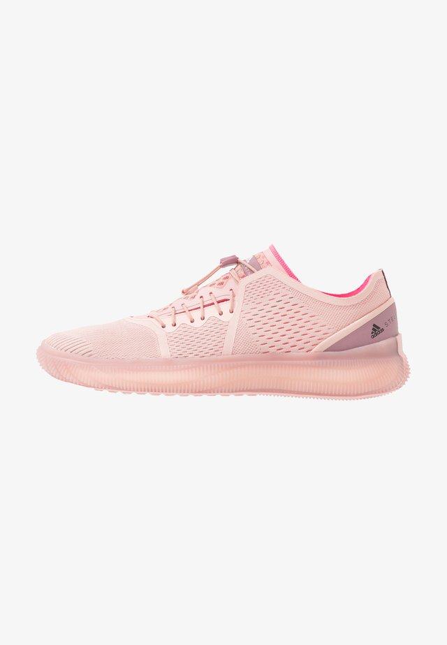 PUREBOOST TRAINER S. - Chaussures d'entraînement et de fitness - pink spice/ultra pop/footwear white
