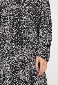 Vero Moda - VMCAITLYNN SHORT DRESS - Blousejurk - black/caitlynn/snow white - 4