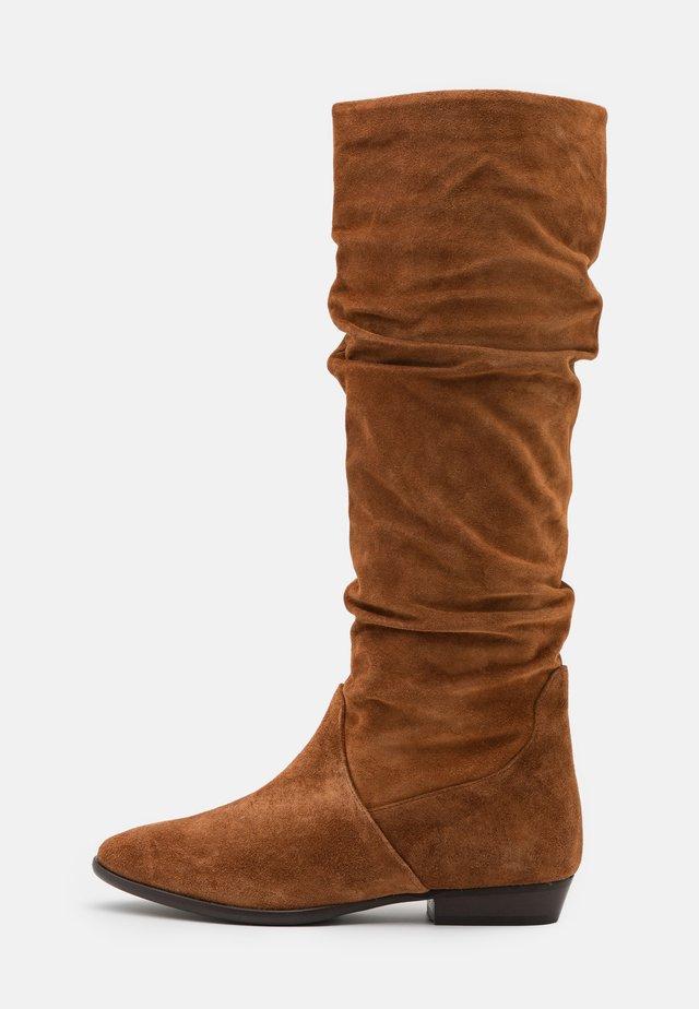 Boots - nuss