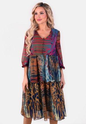Fließendes  mit Volants - Day dress - violett