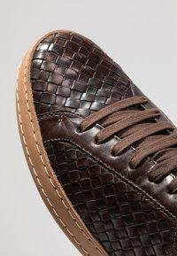 Florsheim - Sneakers laag - dark brown - 5