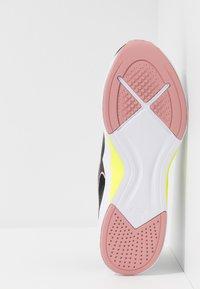 Puma - INCITE FS SHIFT - Chaussures d'entraînement et de fitness - black/bridal rose - 4