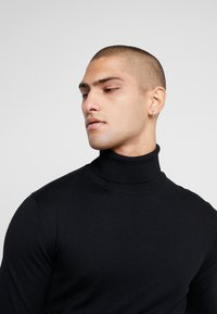 Jack & Jones PREMIUM - JPRFAST ROLL NECK  - Pullover - black