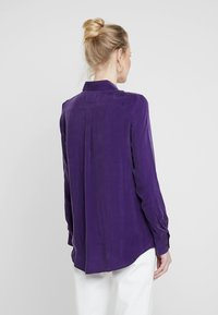 Seidensticker - FASHION - Button-down blouse - parachute purple - 2